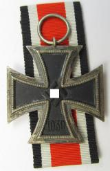 'Eisernes Kreuz II. Klasse' being a non-maker-marked example that comes together with its original piece of ribbon (ie. 'Bandabschnitt') as was produced by the company: 'Wilhelm Deumer' based in the town of Lüdenscheid