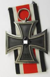 'Eisernes Kreuz II. Klasse' being a non-maker-marked example that comes together with its original piece of ribbon (ie. 'Bandabschnitt') as was produced by the company: 'Klein & Quenzer A.G.' based in the town of Oberstein a.d. Nähe