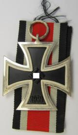Stunning Iron Cross 2nd class (or: 'EK II. Klasse') being a non-maker-marked example that comes together with its original ribbon (ie. 'Bandabschnitt') as was produced by the: 'R. Wächtler u. Lange'-company