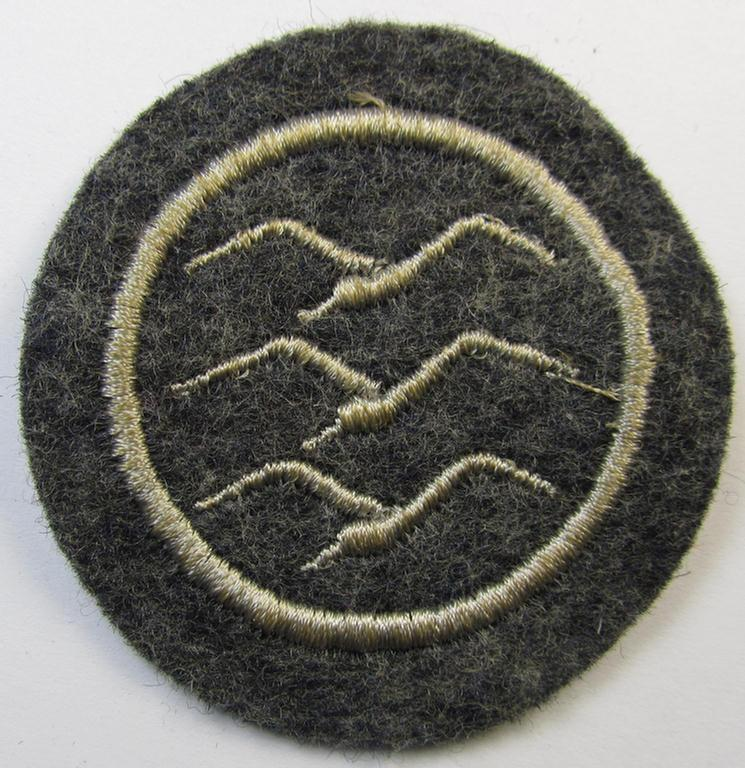 Neat, machine-embroidered example of a: DLV (ie. 'Deutscher Luftsportsverband'-) related so-called: 'Segelflieger-C-Abzeichen' (being detailed example that comes in a 'virtually mint' condition)