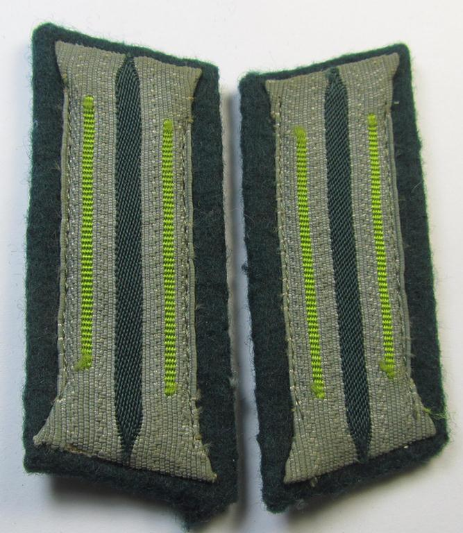 Superb - and fully matching! - pair of WH (Heeres) 'M36 o. M40'-type collar-patches (ie. 'Einheitskragenspiegel') as piped in the bright-green-coloured branchcolour as was intended for a: 'Soldat der Panzer-Grenadier-Truppen'