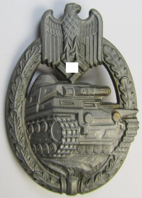 'Panzerkampfabzeichen in Bronze' (ie. bronze-class panzer assault badge or PAB), being a zinc- (ie. 'Feinzink'-) so-called: 'semi-hollow'-version (of the 'Daisy type 2'-pattern) as was produced by a still unidentified maker