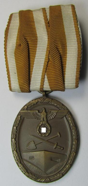 Attractive - and unusally seen! - single-pieced and detachable, WH medal-bar (ie. 'Orden- o. Einzelspange') showing a: 'Deutsches Schutzwall Ehrenzeichen' (aka: 'Westwall'-medal)