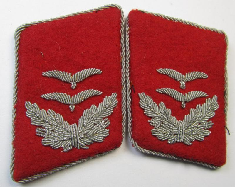 Attractive - and/or fully matching! - pair of neatly hand-embroidered WH (LW) officers'-type collar-patches as executed in bright-red-coloured wool as was intended for usage by an: 'Oberleutnant der Flak-Artillerie-Truppen'