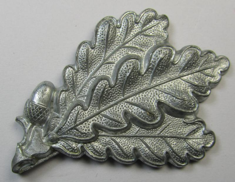 WH (Heeres) silver-greyish-coloured, so-called: 'M43'-pattern cap-badge (ie. 'Mützenabzeichen') depicting three: 'Eichenlaub'-branches as was used by the various 'Jäger'-related, divisional-staff