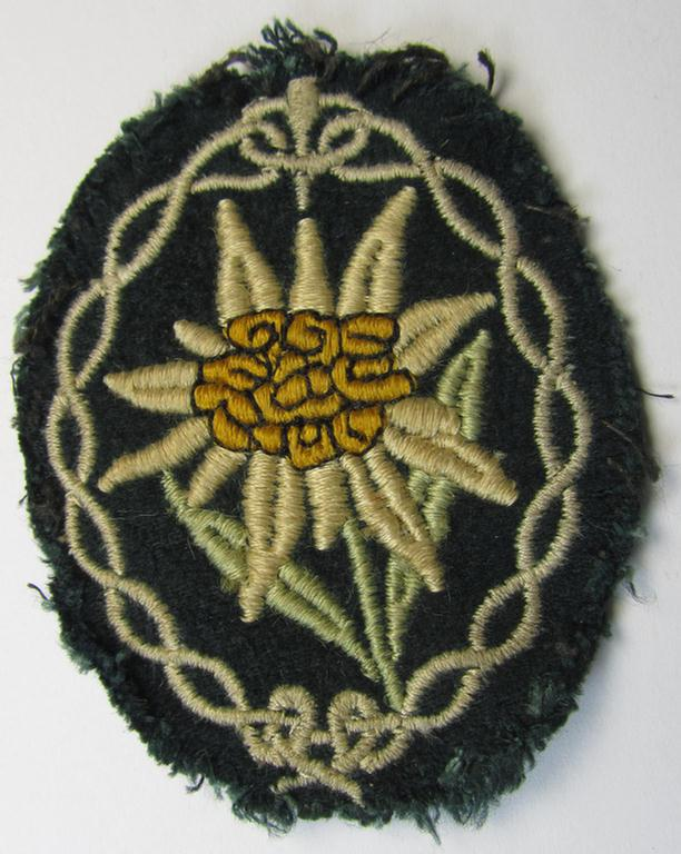 WH (Heeres) enlisted-mens'- (ie. NCO-) type, so-called: 'Edelweiss'-armpatch being a machine-embroidered example as was executed on darker-green wool, as was intended for usage by the: 'Gebirgsjäger-Truppen' throughout the war
