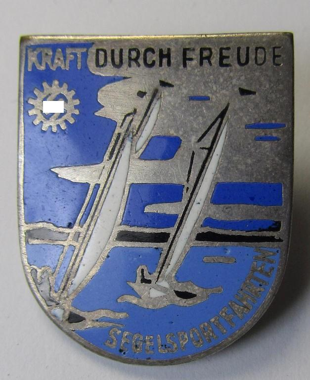 Attractive, neatly enamelled 'KdF'- (ie. 'DAF-/Kraft durch Freude'-) related day-badge (ie. 'tinnie') depicting some sailing vessels, KDF-logo (with swastika) and text that reads: 'Segelsportfahrten'